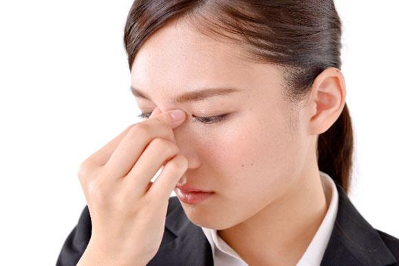 目の疲れで頭痛がひどい場合は眼科に行く?対策は?サプリで予防できる?