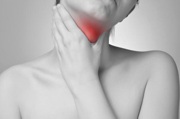 即効で出来る喉のイガイガ対策!飲み物・食べ物・ツボなども紹介