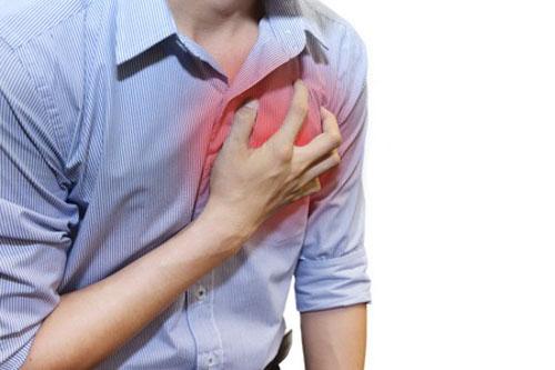左胸の痛みが安静時に起きた時は何科に行く?検査内容や費用も紹介!