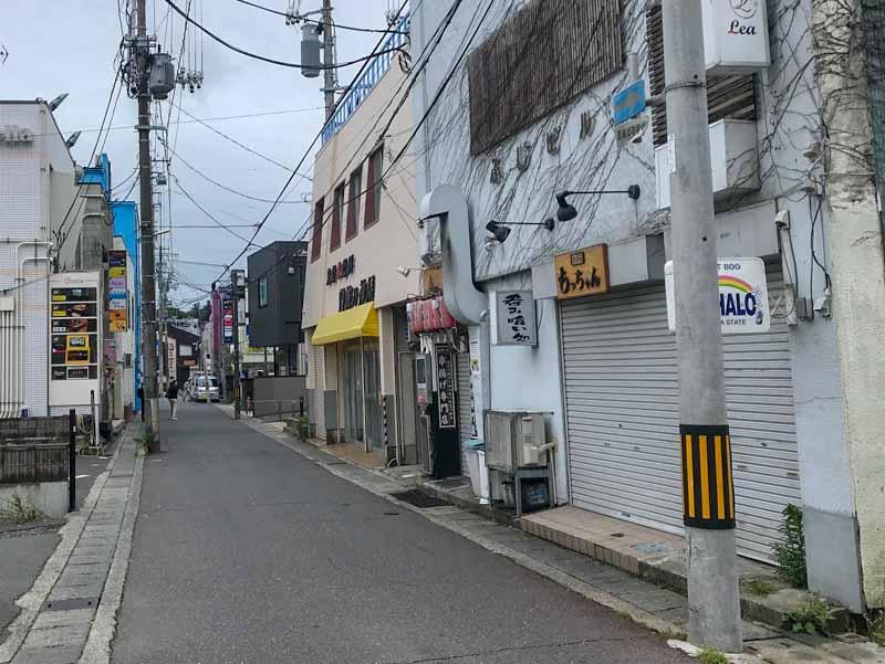 凪待ちロケ地の小野寺横町