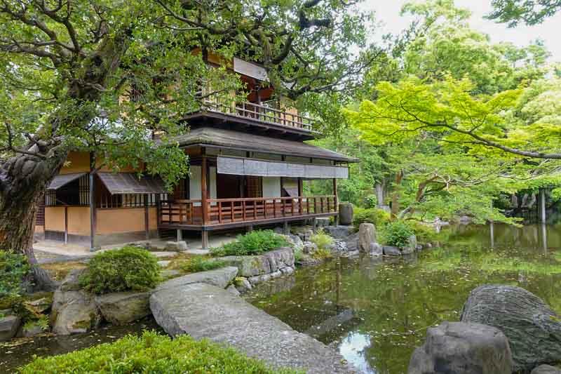 とにかく広い京都御苑と九条家の現存する建物拾翠亭(しゅうすいてい)へ